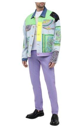 Мужские джинсы VERSACE фиолетового цвета, арт. A86452/1F00558 | Фото 2 (Силуэт М (брюки): Прямые; Кросс-КТ: Деним; Длина (брюки, джинсы): Стандартные; Материал внешний: Хлопок; Стили: Кэжуэл)