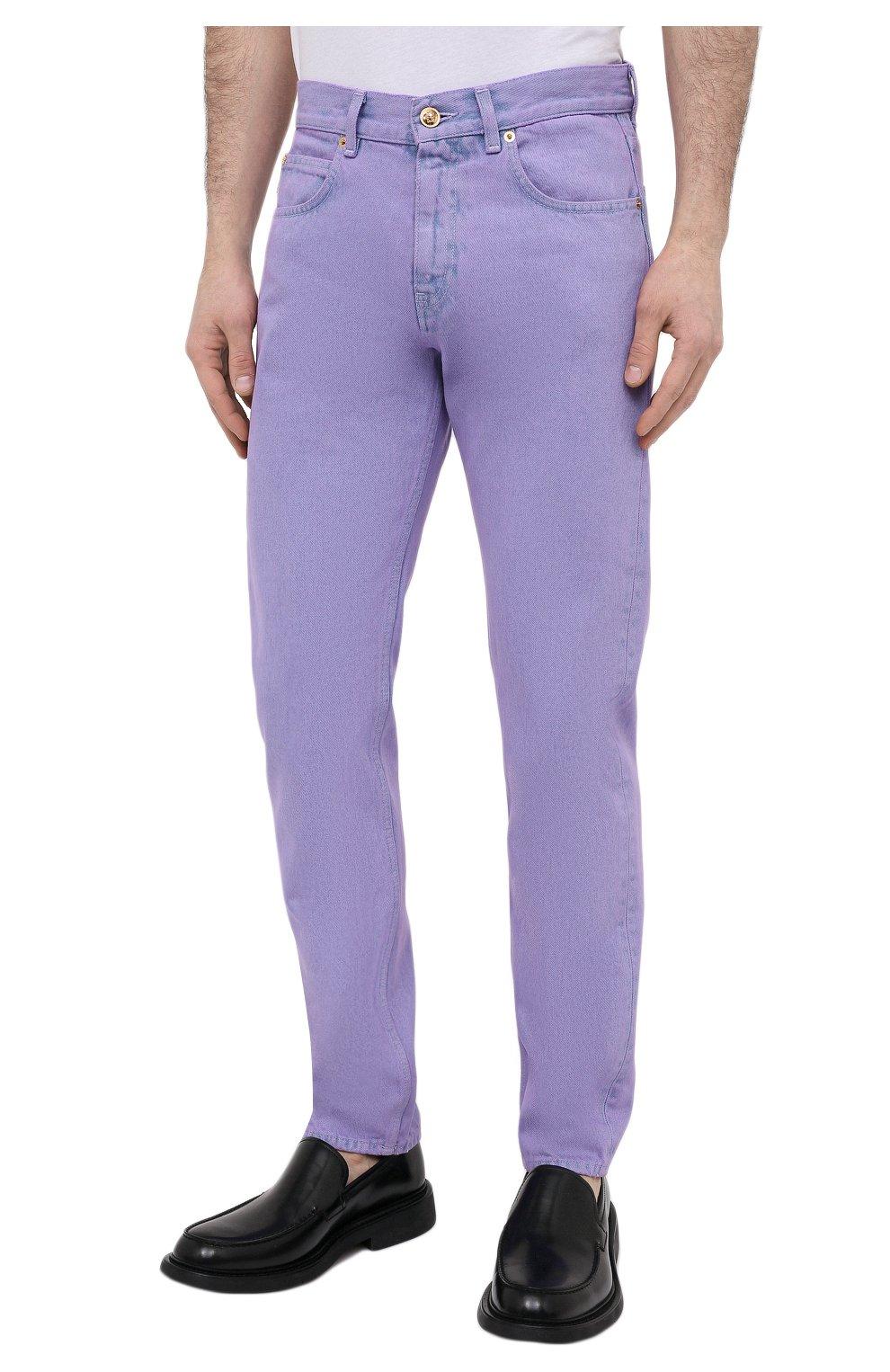 Мужские джинсы VERSACE фиолетового цвета, арт. A86452/1F00558 | Фото 3 (Силуэт М (брюки): Прямые; Кросс-КТ: Деним; Длина (брюки, джинсы): Стандартные; Материал внешний: Хлопок; Стили: Кэжуэл)
