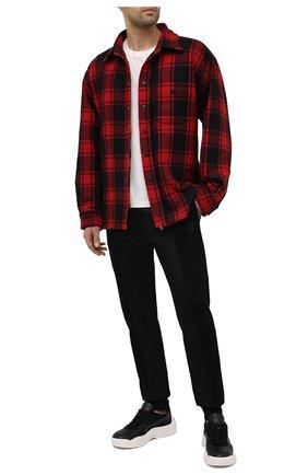 Мужские джоггеры ALEXANDER MCQUEEN черного цвета, арт. 631385/QPX55 | Фото 2 (Материал внешний: Хлопок, Синтетический материал; Материал подклада: Хлопок; Силуэт М (брюки): Джоггеры; Длина (брюки, джинсы): Стандартные; Мужское Кросс-КТ: Брюки-трикотаж; Стили: Спорт-шик)