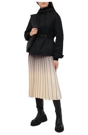 Женский пуховая куртка MONCLER черного цвета, арт. G1-093-1A53H-20-54AWE   Фото 2