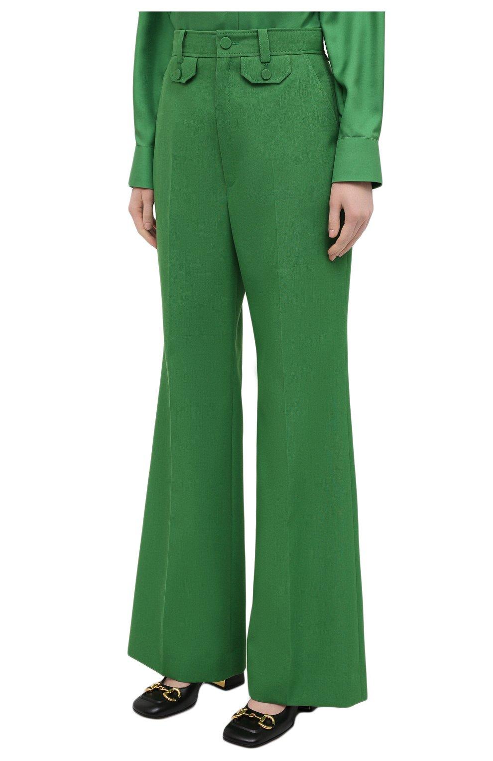 Женские брюки GUCCI зеленого цвета, арт. 643346/ZAFU9   Фото 3 (Материал внешний: Шерсть, Синтетический материал; Длина (брюки, джинсы): Стандартные; Женское Кросс-КТ: Брюки-одежда; Силуэт Ж (брюки и джинсы): Расклешенные; Стили: Романтичный)