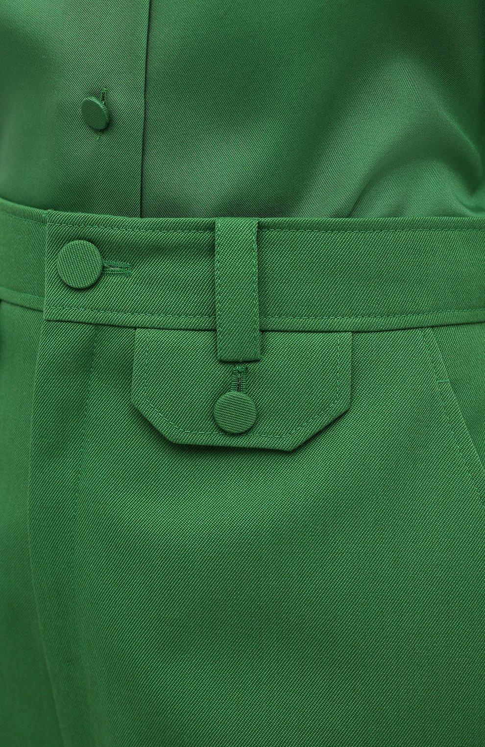 Женские брюки GUCCI зеленого цвета, арт. 643346/ZAFU9   Фото 5 (Материал внешний: Шерсть, Синтетический материал; Длина (брюки, джинсы): Стандартные; Женское Кросс-КТ: Брюки-одежда; Силуэт Ж (брюки и джинсы): Расклешенные; Стили: Романтичный)