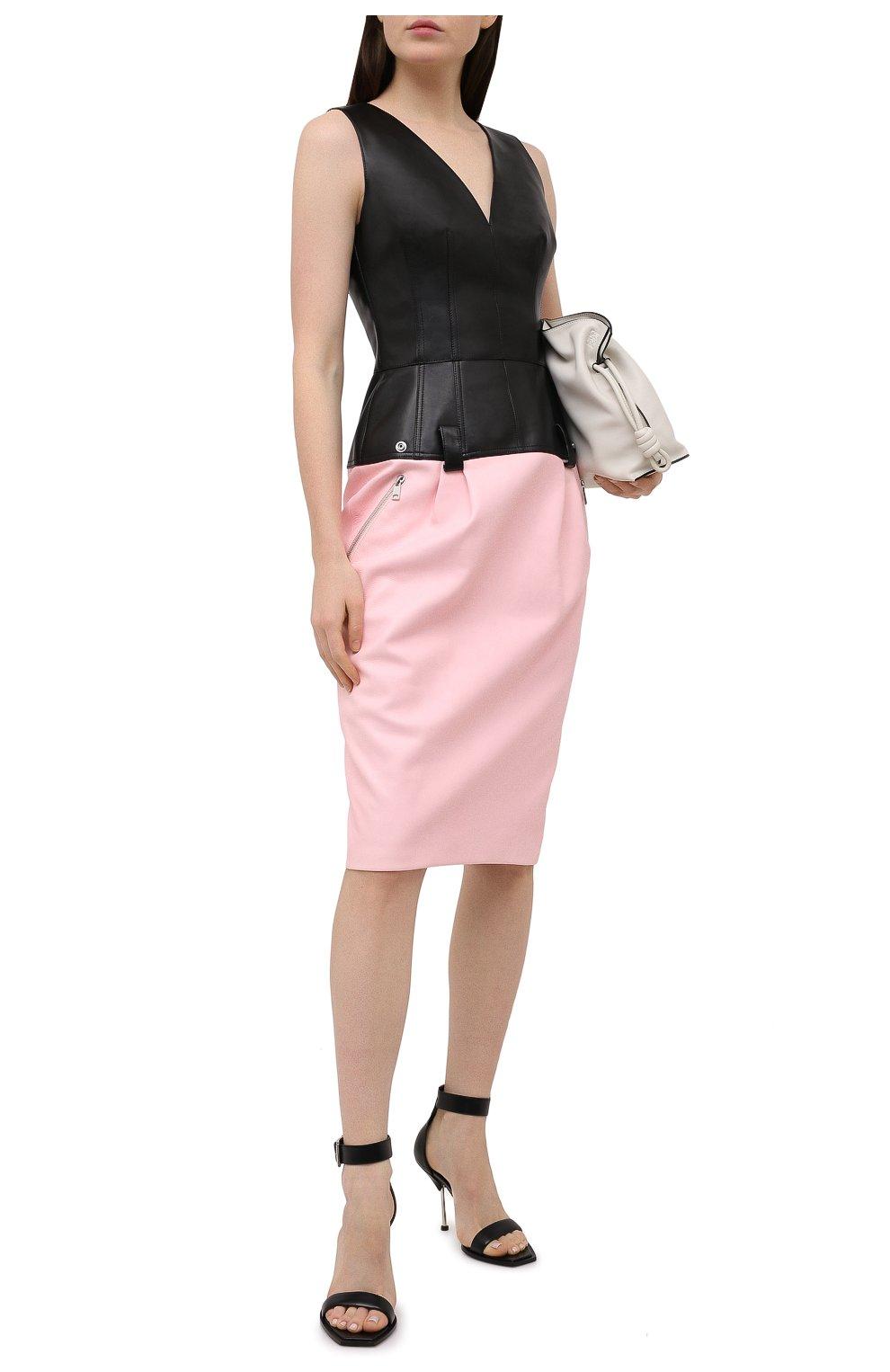 Женские кожаные босоножки ALEXANDER MCQUEEN черного цвета, арт. 651712/WHWQ1 | Фото 2 (Каблук высота: Высокий; Материал внутренний: Натуральная кожа; Каблук тип: Шпилька; Подошва: Плоская)