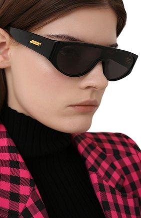 Женские солнцезащитные очки BOTTEGA VENETA черного цвета, арт. BV1027S 001 | Фото 2