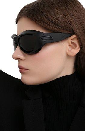 Женские солнцезащитные очки BOTTEGA VENETA черного цвета, арт. BV1087S 001 | Фото 2