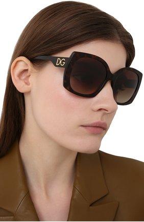 Женские солнцезащитные очки DOLCE & GABBANA коричневого цвета, арт. 4385-502/13 | Фото 2