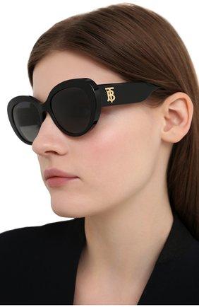 Женские солнцезащитные очки BURBERRY черного цвета, арт. 4298-3001T3   Фото 2