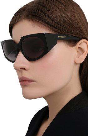 Женские солнцезащитные очки BURBERRY черного цвета, арт. 4306-30018G | Фото 2