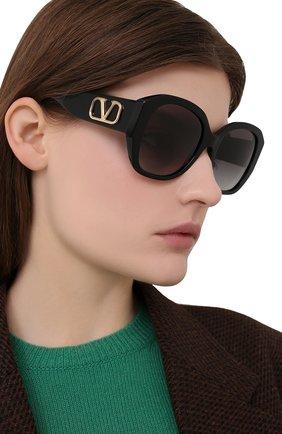 Женские солнцезащитные очки VALENTINO черного цвета, арт. 4079-50018G | Фото 2
