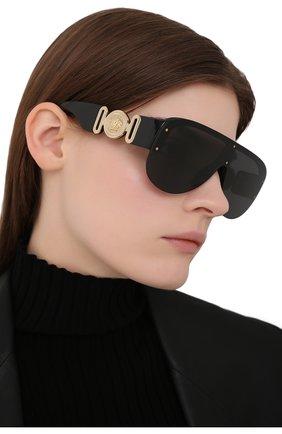 Женские солнцезащитные очки VERSACE черного цвета, арт. 4391-GB1/87 | Фото 2