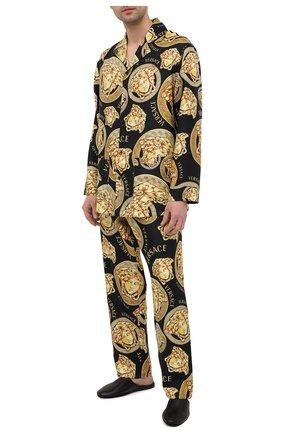 Мужские шелковые брюки VERSACE золотого цвета, арт. AUU05051/1F00596   Фото 2