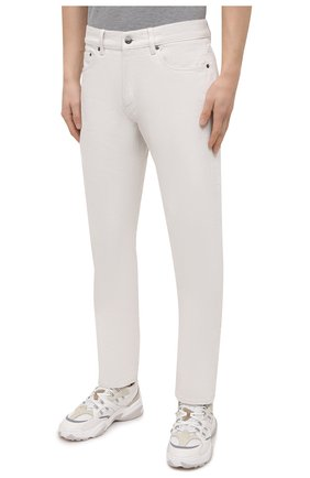Мужские джинсы ERMENEGILDO ZEGNA белого цвета, арт. UWI60/JS01   Фото 3 (Силуэт М (брюки): Прямые; Кросс-КТ: Деним; Длина (брюки, джинсы): Стандартные; Материал внешний: Хлопок; Стили: Кэжуэл)