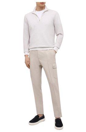 Мужские брюки-карго из хлопка и льна ERMENEGILDO ZEGNA светло-бежевого цвета, арт. UWI03/TT21 | Фото 2 (Случай: Повседневный; Материал внешний: Хлопок; Стили: Кэжуэл; Силуэт М (брюки): Карго; Длина (брюки, джинсы): Стандартные)