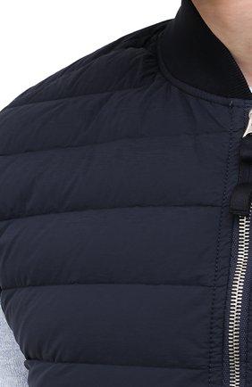 Мужской пуховый жилет STONE ISLAND темно-синего цвета, арт. 7415G0225 | Фото 5 (Кросс-КТ: Куртка, Пуховик; Материал внешний: Синтетический материал; Материал подклада: Синтетический материал; Длина (верхняя одежда): Короткие; Материал утеплителя: Пух и перо; Стили: Кэжуэл)