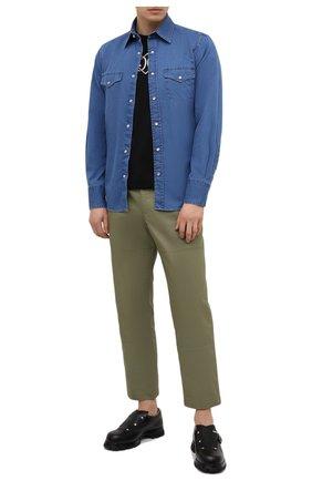 Мужская джинсовая рубашка TOM FORD синего цвета, арт. 9FT460/94MEKI | Фото 2 (Длина (для топов): Стандартные; Рубашки М: Slim Fit; Рукава: Длинные; Принт: Однотонные; Материал внешний: Хлопок; Кросс-КТ: Деним; Воротник: Кент; Случай: Повседневный; Стили: Кэжуэл; Манжеты: На кнопках)