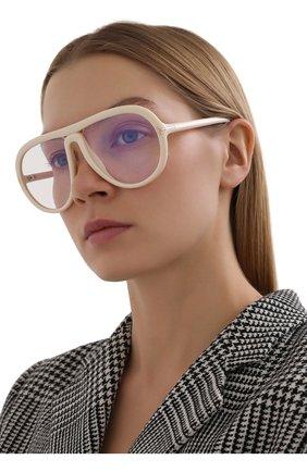 Женские солнцезащитные очки TOM FORD кремвого цвета, арт. TF768 | Фото 2 (Тип очков: С/з; Очки форма: D-форма)