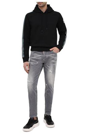 Мужские джинсы DSQUARED2 серого цвета, арт. S74LB0867/S30260 | Фото 2 (Кросс-КТ: Деним; Стили: Гранж; Длина (брюки, джинсы): Стандартные; Детали: Потертости; Силуэт М (брюки): Прямые; Материал внешний: Хлопок)