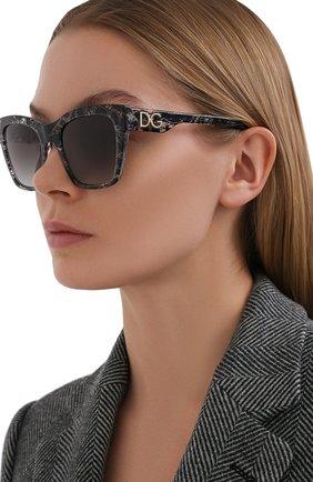 Женские солнцезащитные очки DOLCE & GABBANA серого цвета, арт. 4384-32878G | Фото 2
