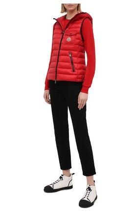 Женский пуховый жилет MONCLER красного цвета, арт. G1-093-1A129-00-5396Q | Фото 2
