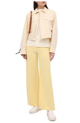 Женские шелковые брюки LORO PIANA желтого цвета, арт. FAI9859   Фото 2 (Материал внешний: Шелк; Силуэт Ж (брюки и джинсы): Расклешенные; Длина (брюки, джинсы): Стандартные; Женское Кросс-КТ: Брюки-одежда; Стили: Спорт-шик)