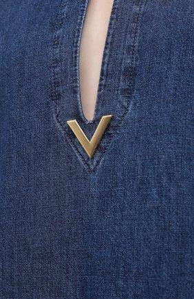 Женское джинсовое платье VALENTINO синего цвета, арт. VB3DBD26433 | Фото 5