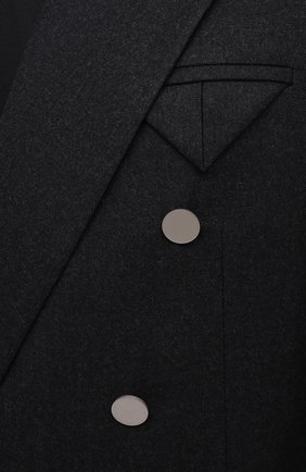 Мужской шерстяной пиджак BOTTEGA VENETA темно-серого цвета, арт. 647376/V0B50 | Фото 5 (Случай: Коктейльный; Материал внешний: Шерсть; Рукава: Длинные; Длина (для топов): Стандартные; Пиджаки М: Прямой; Стили: Минимализм; 1-2-бортные: Двубортные; Материал подклада: Купро)