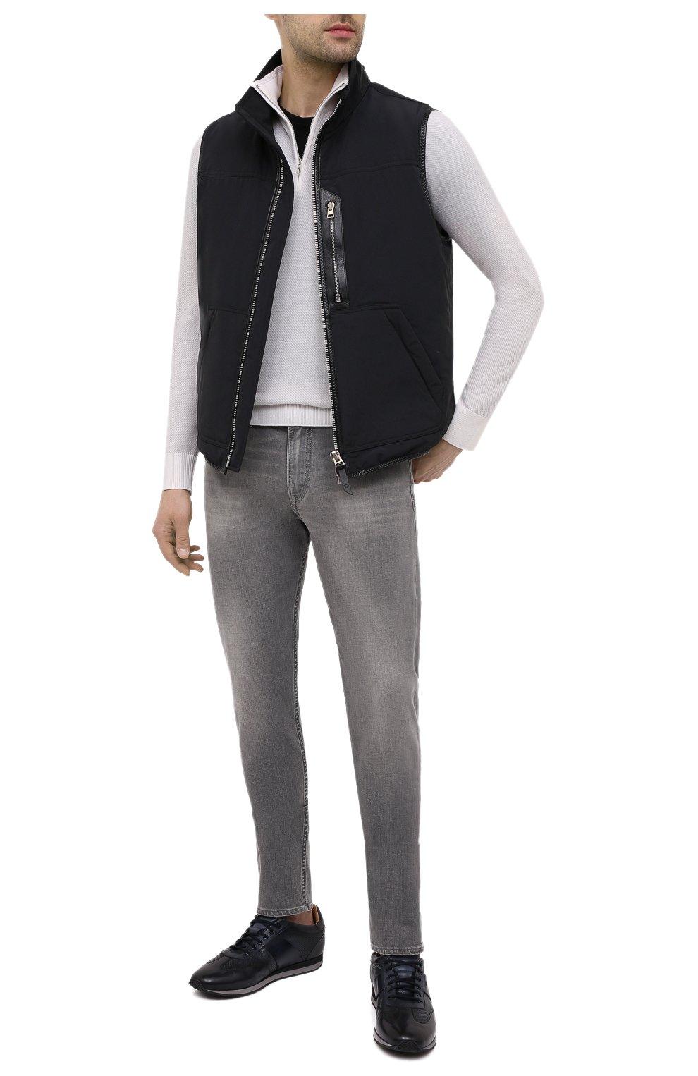 Мужские джинсы RALPH LAUREN светло-серого цвета, арт. 790782453 | Фото 2 (Силуэт М (брюки): Прямые; Кросс-КТ: Деним; Длина (брюки, джинсы): Стандартные; Материал внешний: Хлопок; Детали: Потертости; Стили: Кэжуэл)