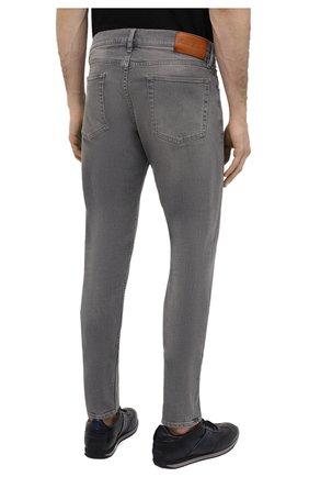 Мужские джинсы RALPH LAUREN светло-серого цвета, арт. 790782453 | Фото 4 (Силуэт М (брюки): Прямые; Кросс-КТ: Деним; Длина (брюки, джинсы): Стандартные; Материал внешний: Хлопок; Детали: Потертости; Стили: Кэжуэл)