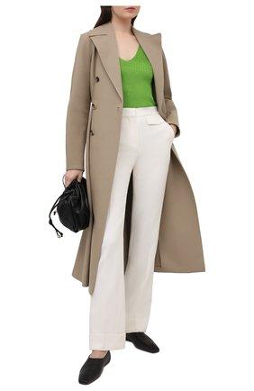 Женские шерстяные брюки VICTORIA BECKHAM бежевого цвета, арт. 1121WTR002209A | Фото 2