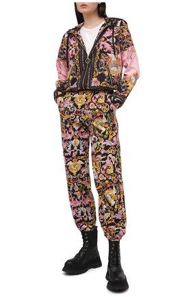 Женская куртка VERSACE JEANS COUTURE разноцветного цвета, арт. C9HWA975-WDP401/25192 | Фото 2