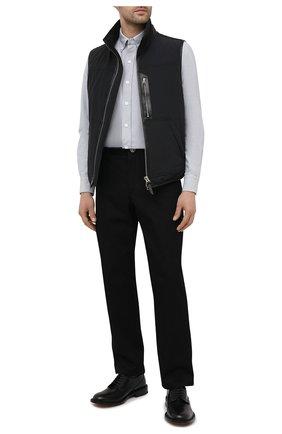 Мужская хлопковая рубашка TOM FORD светло-серого цвета, арт. QFT091/94UDAN | Фото 2 (Воротник: Button down; Принт: Однотонные; Рукава: Длинные; Рубашки М: Slim Fit; Манжеты: На пуговицах; Случай: Повседневный; Стили: Кэжуэл; Материал внешний: Хлопок; Длина (для топов): Стандартные)