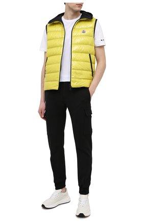 Мужская хлопковая футболка MONCLER белого цвета, арт. G1-091-8C7B2-10-829H8 | Фото 2 (Принт: Без принта; Материал внешний: Хлопок; Длина (для топов): Стандартные; Стили: Кэжуэл; Рукава: Короткие)