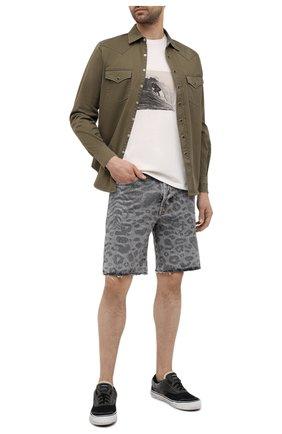 Мужские джинсовые шорты SAINT LAURENT серого цвета, арт. 638547/Y823E | Фото 2 (Принт: С принтом; Материал внешний: Хлопок; Длина Шорты М: До колена; Стили: Гламурный; Кросс-КТ: Деним)