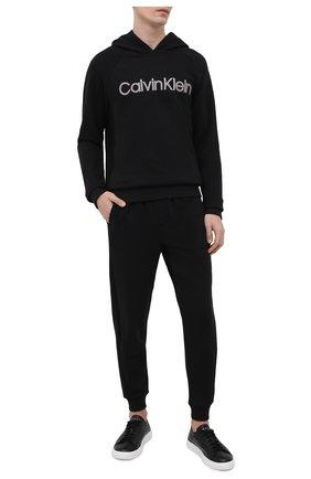 Мужские домашние джоггеры CALVIN KLEIN черного цвета, арт. NM1833E   Фото 2 (Материал внешний: Синтетический материал, Хлопок; Длина (брюки, джинсы): Стандартные; Кросс-КТ: домашняя одежда; Мужское Кросс-КТ: Брюки-белье)