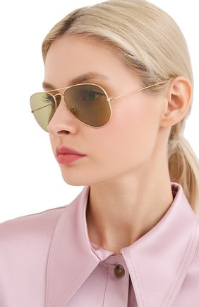 Женские солнцезащитные очки RAY-BAN золотого цвета, арт. 3025-90644C | Фото 2