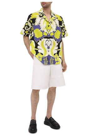 Мужская хлопковая рубашка VALENTINO разноцветного цвета, арт. VV3AAA907A0 | Фото 2 (Случай: Повседневный; Стили: Романтичный; Рукава: Короткие; Длина (для топов): Стандартные; Принт: С принтом; Материал внешний: Хлопок; Воротник: Отложной)