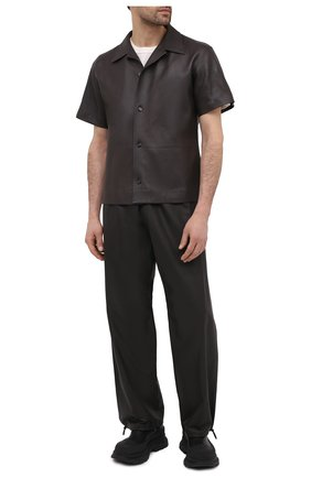 Мужские кожаные брюки BOTTEGA VENETA темно-коричневого цвета, арт. 652882/VKVL0 | Фото 2 (Случай: Повседневный; Стили: Минимализм; Длина (брюки, джинсы): Стандартные)