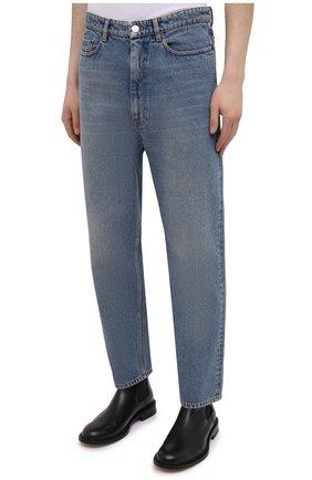 Мужские джинсы BALENCIAGA голубого цвета, арт. 641455/TDW15   Фото 3 (Силуэт М (брюки): Широкие; Кросс-КТ: Деним; Длина (брюки, джинсы): Стандартные; Стили: Гранж; Материал внешний: Хлопок; Детали: Потертости)