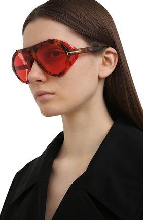 Женские солнцезащитные очки TOM FORD красного цвета, арт. TF882 | Фото 2