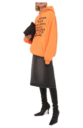 Женский худи BALENCIAGA оранжевого цвета, арт. 578135/TJVI6 | Фото 2