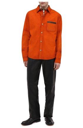Мужская замшевая рубашка BERLUTI оранжевого цвета, арт. R19LSU25-001   Фото 2 (Рукава: Длинные; Материал подклада: Синтетический материал; Длина (для топов): Стандартные; Случай: Повседневный; Манжеты: На кнопках; Принт: Однотонные; Воротник: Кент; Стили: Кэжуэл; Материал внешний: Замша)