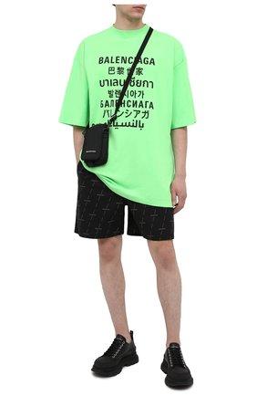 Мужские хлопковые шорты BALENCIAGA черного цвета, арт. 642237/TJLF3 | Фото 2 (Материал внешний: Хлопок; Длина Шорты М: До колена; Мужское Кросс-КТ: Шорты-одежда; Стили: Гранж; Принт: С принтом)