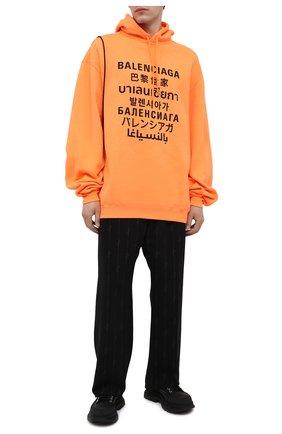 Мужской хлопковое худи BALENCIAGA оранжевого цвета, арт. 641679/TJVI6 | Фото 2 (Рукава: Длинные; Материал внешний: Синтетический материал, Хлопок; Длина (для топов): Удлиненные; Принт: С принтом; Стили: Спорт-шик, Гранж; Мужское Кросс-КТ: Худи-одежда)