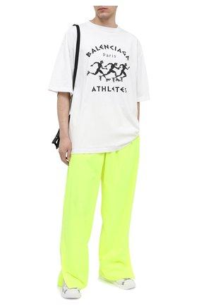 Мужская хлопковая футболка BALENCIAGA белого цвета, арт. 641614/TJVK6 | Фото 2 (Длина (для топов): Удлиненные; Материал внешний: Хлопок; Рукава: Короткие; Стили: Гранж; Принт: С принтом)