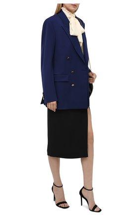 Женская шелковая блузка SAINT LAURENT светло-бежевого цвета, арт. 646010/Y100W | Фото 2 (Рукава: Длинные; Материал внешний: Шелк; Длина (для топов): Стандартные; Принт: Без принта; Женское Кросс-КТ: Блуза-одежда; Стили: Романтичный)