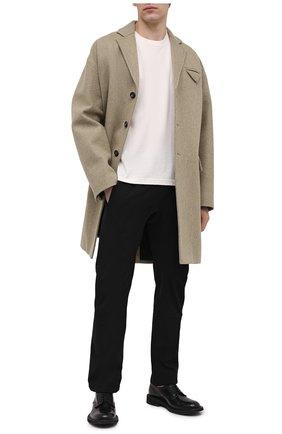 Мужские брюки BOTTEGA VENETA черного цвета, арт. 647393/V0C60 | Фото 2 (Материал внешний: Синтетический материал; Длина (брюки, джинсы): Стандартные; Случай: Повседневный; Стили: Минимализм)