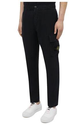 Мужские льняные брюки-карго STONE ISLAND темно-синего цвета, арт. 741531601   Фото 3 (Силуэт М (брюки): Карго; Длина (брюки, джинсы): Стандартные; Случай: Повседневный; Материал внешний: Лен; Стили: Кэжуэл)