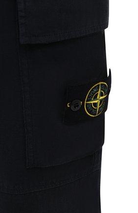 Мужские льняные брюки-карго STONE ISLAND темно-синего цвета, арт. 741531601   Фото 5 (Силуэт М (брюки): Карго; Длина (брюки, джинсы): Стандартные; Случай: Повседневный; Материал внешний: Лен; Стили: Кэжуэл)