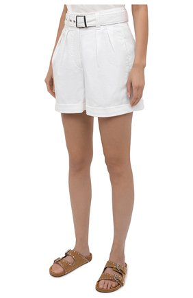 Женские джинсовые шорты BRUNELLO CUCINELLI белого цвета, арт. MA080P5646   Фото 3 (Женское Кросс-КТ: Шорты-одежда; Кросс-КТ: Деним; Длина Ж (юбки, платья, шорты): Мини; Материал внешний: Хлопок, Лиоцелл; Стили: Кэжуэл)