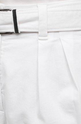 Женские джинсовые шорты BRUNELLO CUCINELLI белого цвета, арт. MA080P5646   Фото 5 (Женское Кросс-КТ: Шорты-одежда; Кросс-КТ: Деним; Длина Ж (юбки, платья, шорты): Мини; Материал внешний: Хлопок, Лиоцелл; Стили: Кэжуэл)